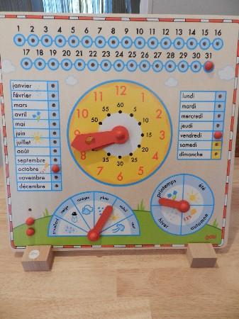 Des jouets éducatifs, boulier, horloge, puzzle...
