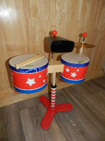 Des instruments de musique, guitare, flûte, tambour...